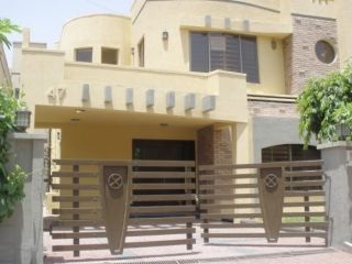 10 Marla House For Rent In Bahria Town  Chambelli Block,Lahore