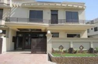 10 Marla House for Rent in Lahore Block D, DHA Phase-1