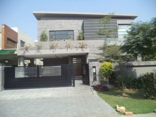 10 Marla House for Sale in Lahore Bahria Town,