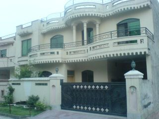 11 Marla House For Rent In Bahria Town Phase-5 ,Lahore