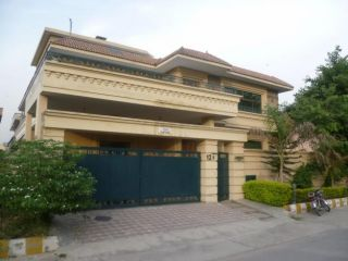 12 Marla Bungalow for Rent in Karachi Clifton Block-8