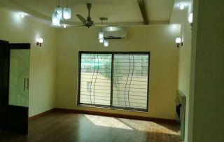 3400  Square Feet Flat For Sale In  F-11, Islamabad