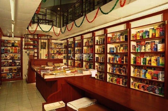 380 Square Feet Commercial Shop for Rent in Karachi Bukhari Commercial Area