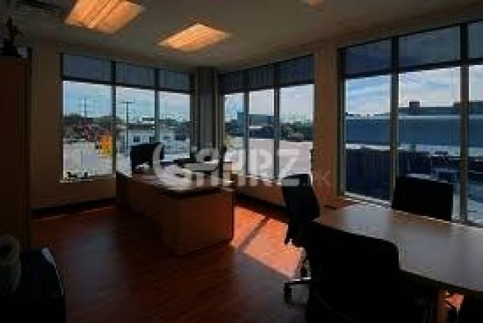 560 Square Feet Commercial Office for Rent in Karachi Badar Commercial Area