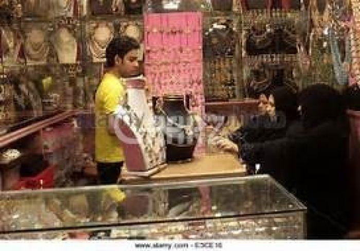 1010 Square Feet Commercial Shop for Rent in Karachi Gulshan-e-iqbal
