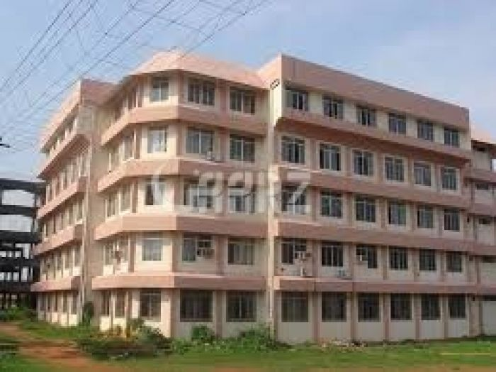 7000 Square Feet Commercial Building for Rent in Lahore Gulberg-5
