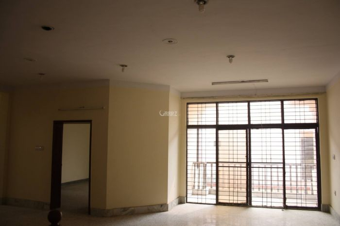 900 Square Feet Apartment for Sale in Karachi Shahbaz Commercial Area