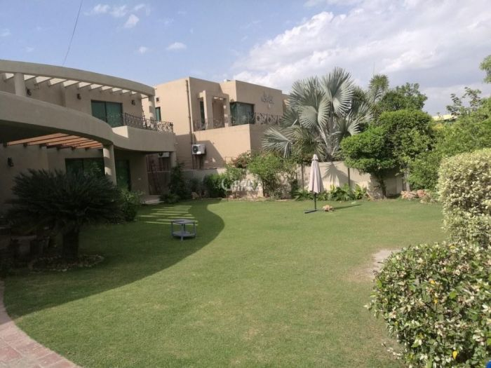 2.3 Kanal House for Sale in Lahore Model Town