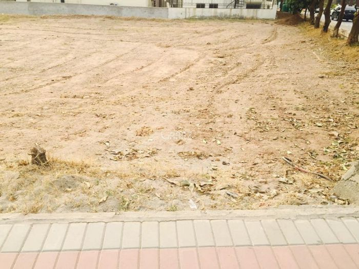 8 Marla Plot for Sale in Islamabad F-15/1