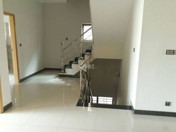 10 Marla Lower Portion for Rent in Lahore Umar Block, Sector B