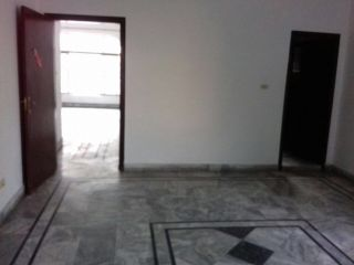 1 Kanal Upper Portion for Rent in Lahore Aziz Avenue
