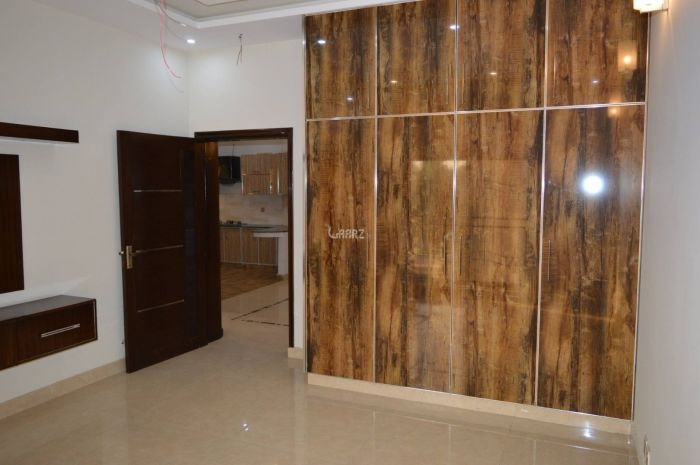 950 Square Feet Apartment for Rent in Karachi Shahbaz Commercial Area