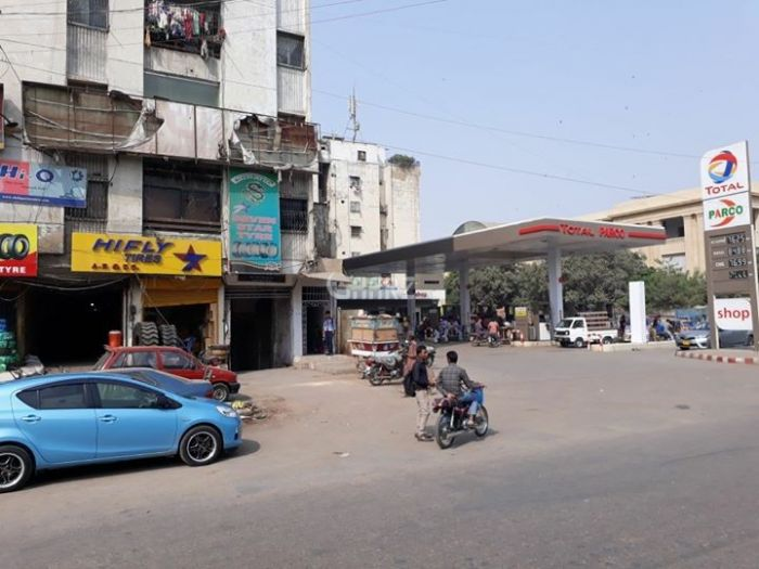 450 Square Feet Commercial Shop for Rent in Karachi Bukhari Commercial Area,