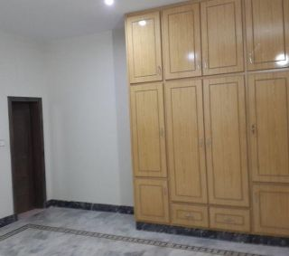 16 Marla Lower Portion for Rent in Karachi Gulshan-e-iqbal Block-13/d