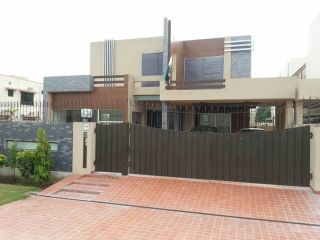 10 Marla House for Sale in Lahore Phase-8 Block N