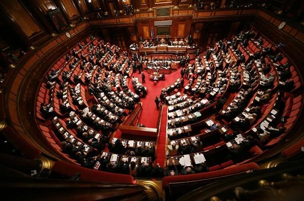 Stipendio mensile parlamentari italiani quanto guadagnano for Quanti sono i membri del parlamento italiano