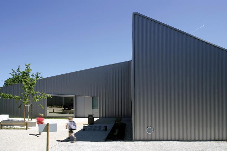 poix terron cultural and sport centre philippe gibert architecte archdaily. Black Bedroom Furniture Sets. Home Design Ideas