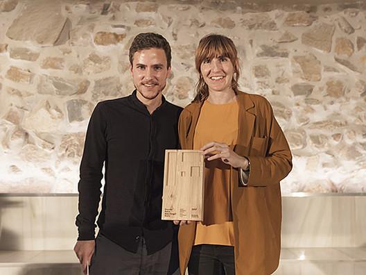 Elena Usabiaga y Felipe Pérez Aurtenetxe, integrantes de PAUZARQ Arquitectos. Image Cortesía de Premio Peña Ganchegui