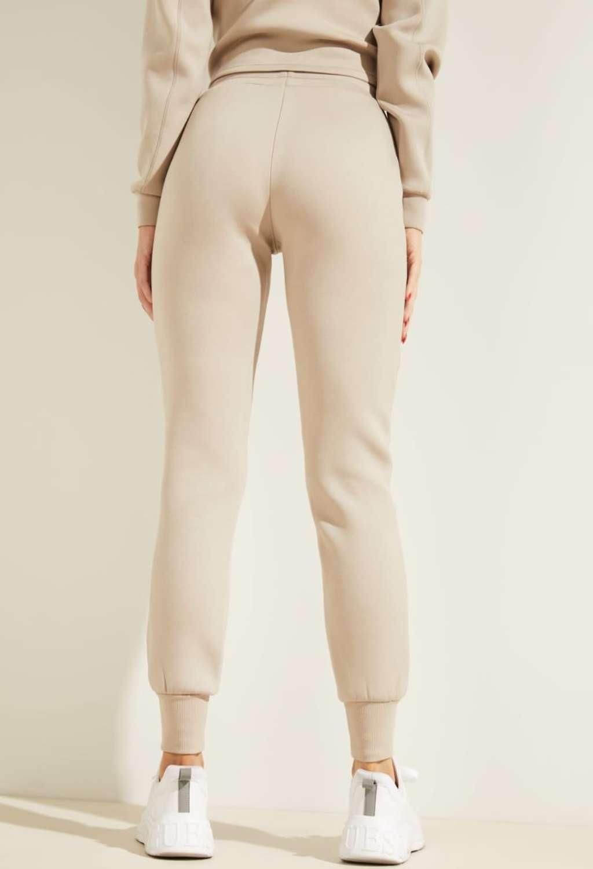 Tuta beige GUESS fitness   Pantaloni   O1GA49KAMN2TAUPE