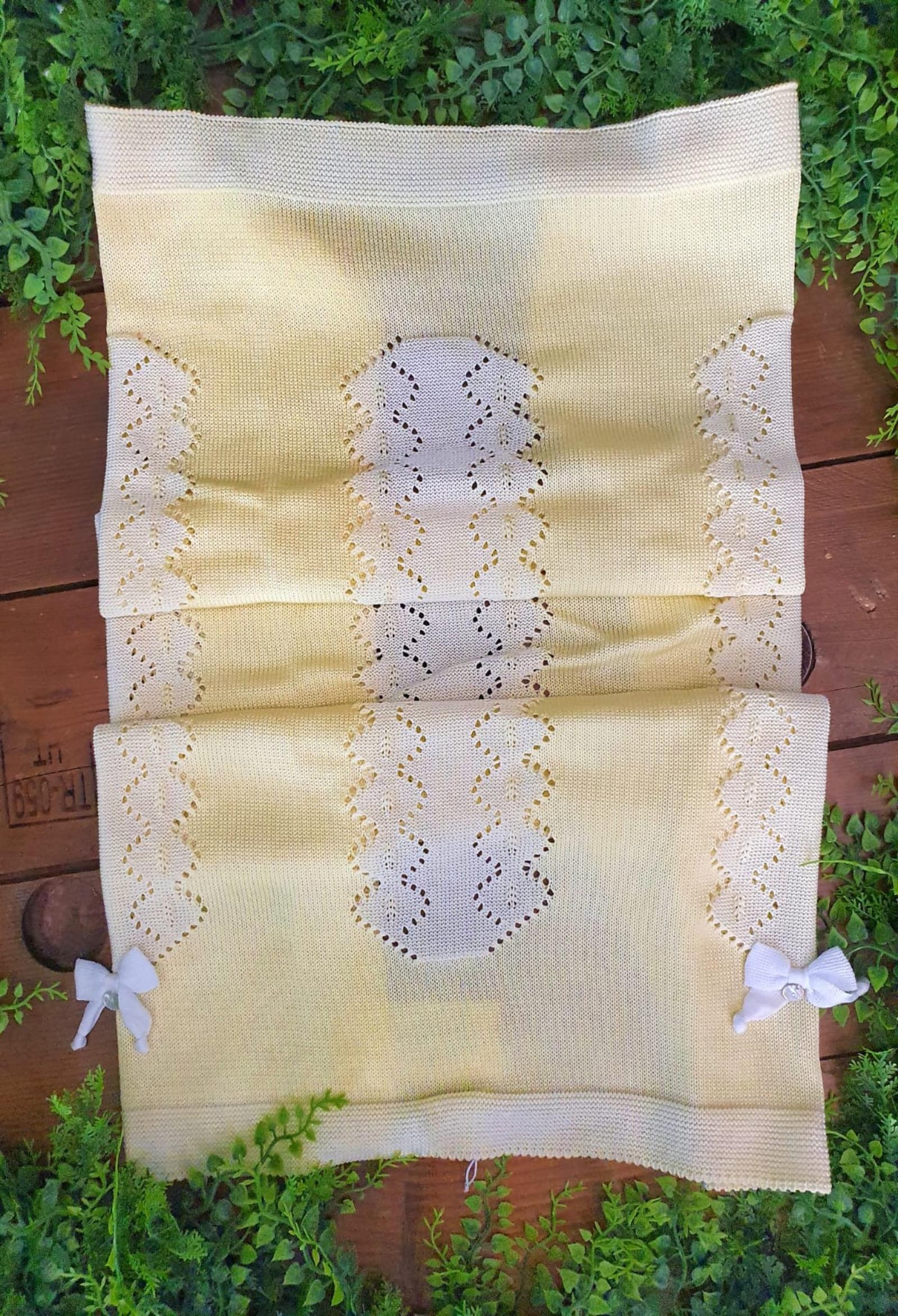 coperta in  filo gialla traforata con bordi ricamati marlu | Coperte | ES1280UNI