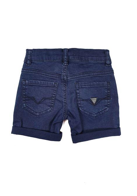 BERMUDA BLU MODELLO 5 TASCHE GUESS kids | Pantaloni | N1RD03WCTF0DEKB