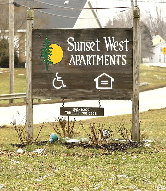 Image of Sunset West Apartments in Conneaut, Ohio
