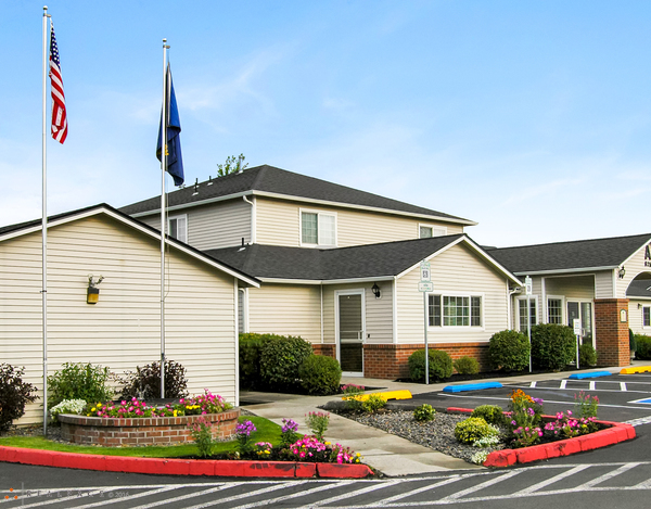 Image of Cedarwest Apartments in Bend, Oregon