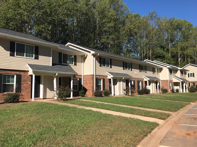 Image of Three Oaks Apartments in Cowpens, South Carolina