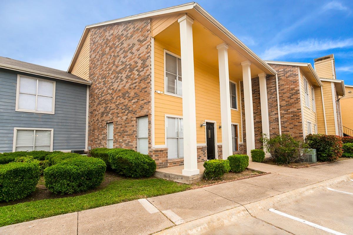 Image of Bella Vista Creek Apartments in Dallas, Texas