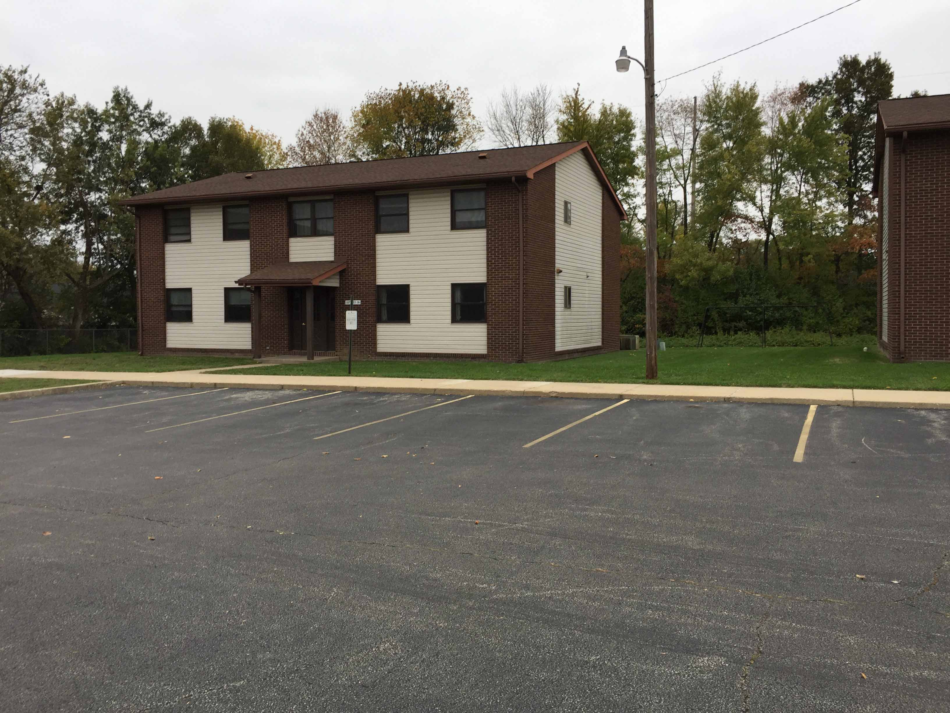 Image of Lincoln Court Apartments in Riverton, Illinois