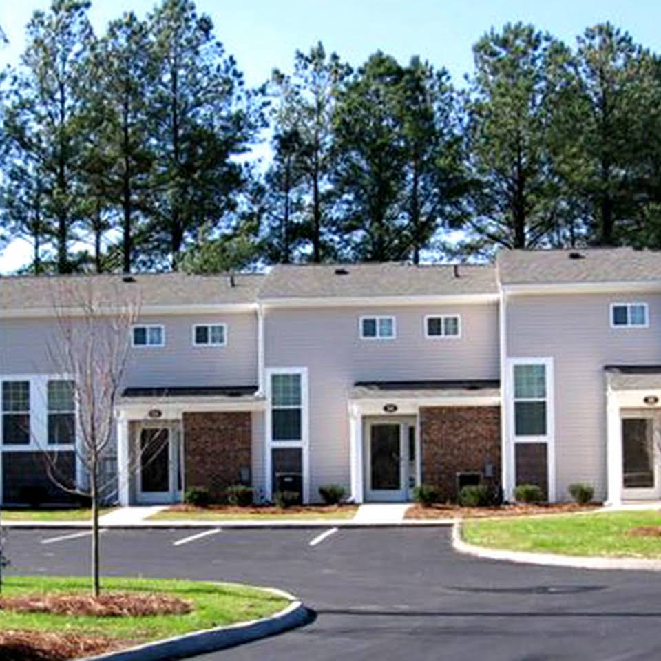 Image of Oak Park Apartments in Four Oaks, North Carolina