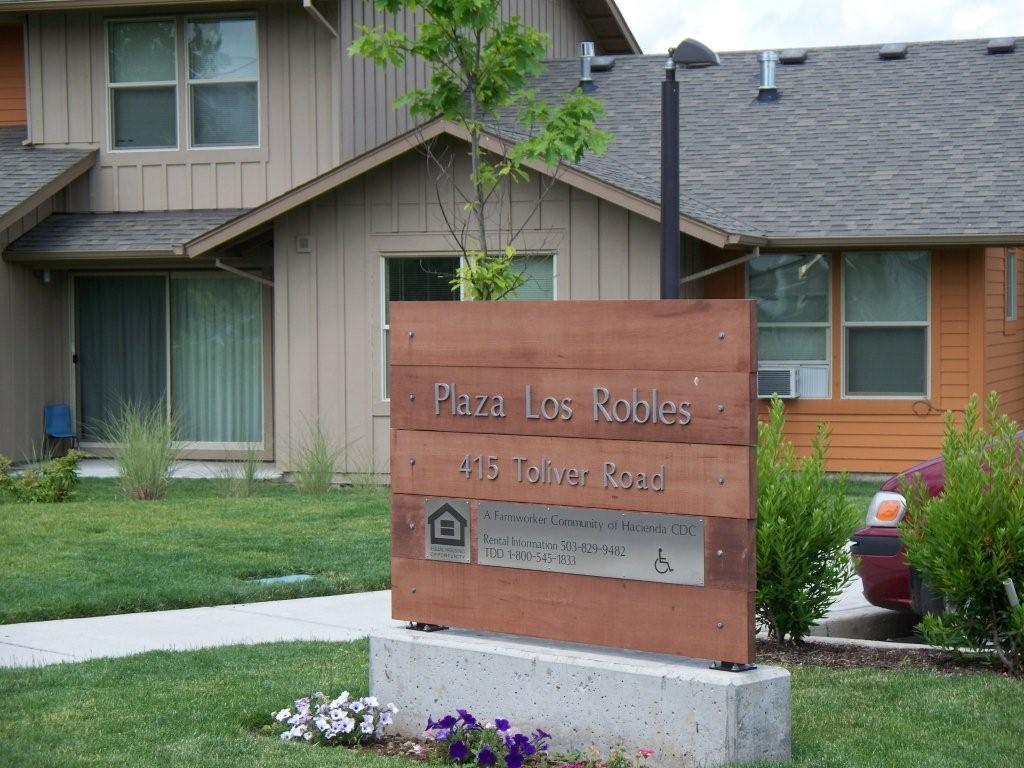 Image of Plaza Los Robles in Molalla, Oregon