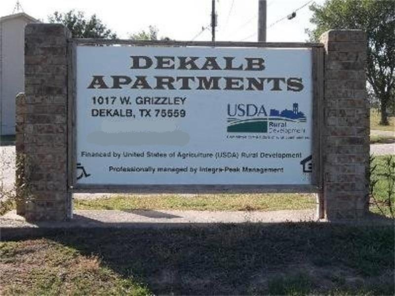 Image of Dekalb Apartments in De Kalb, Texas
