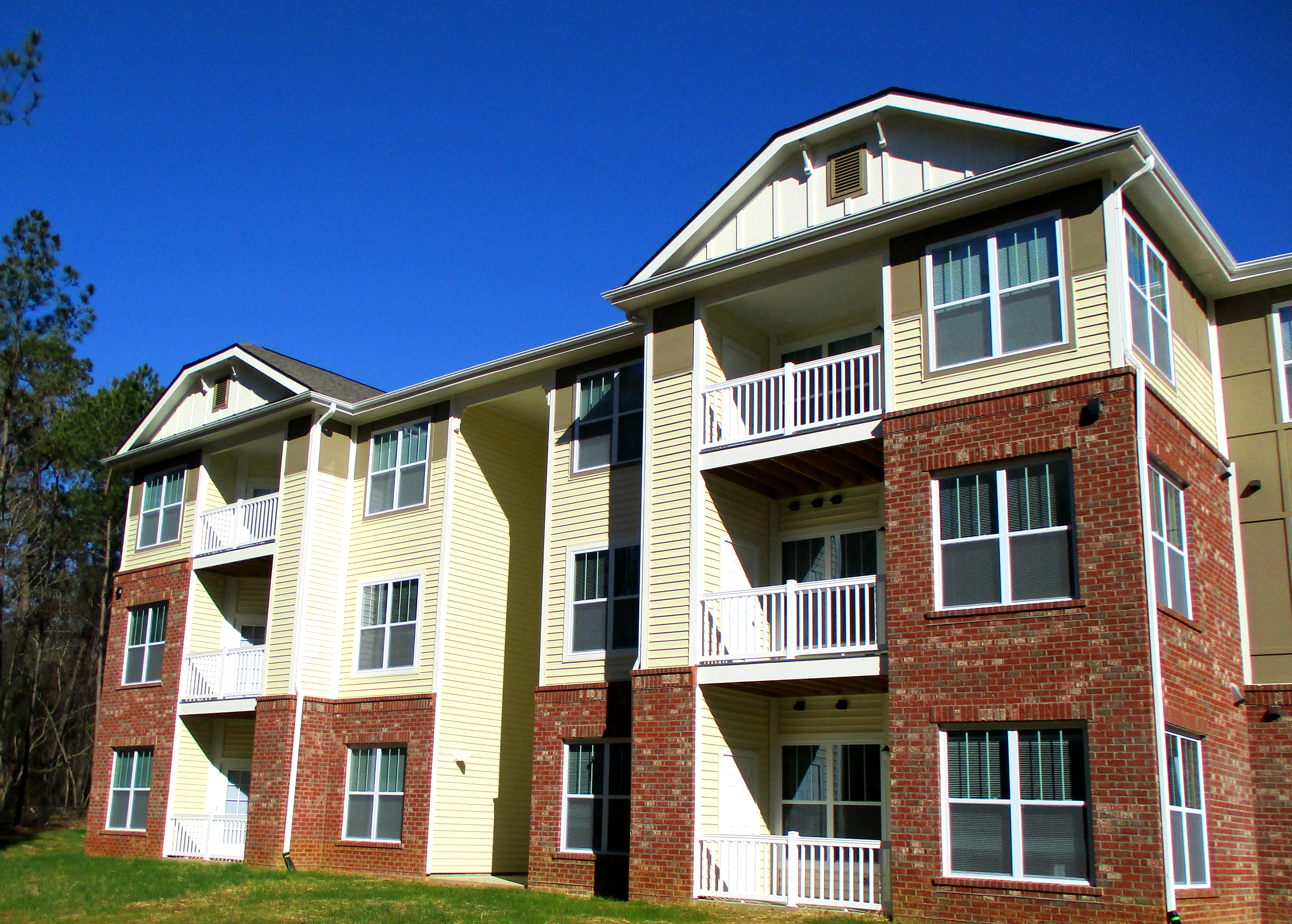 Image of Harpers Glen Apartments in Clinton, North Carolina