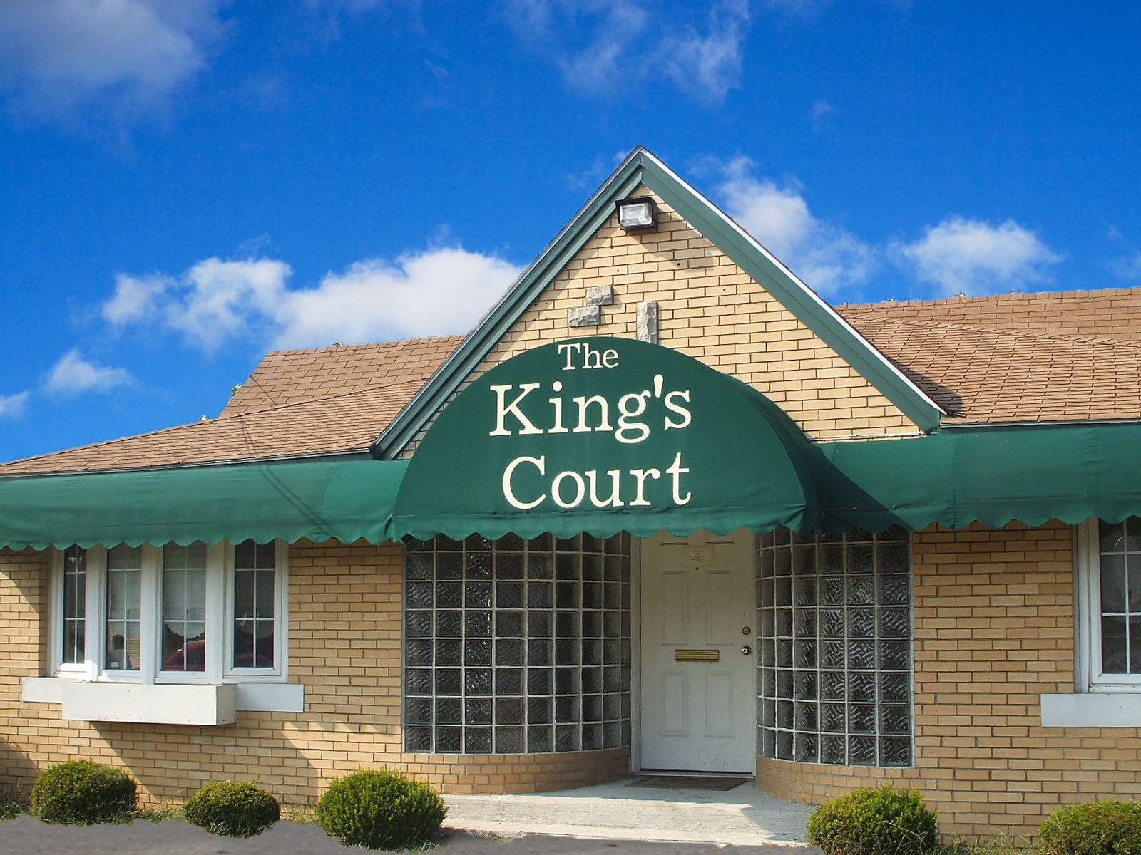 Image of King's Court Apartments