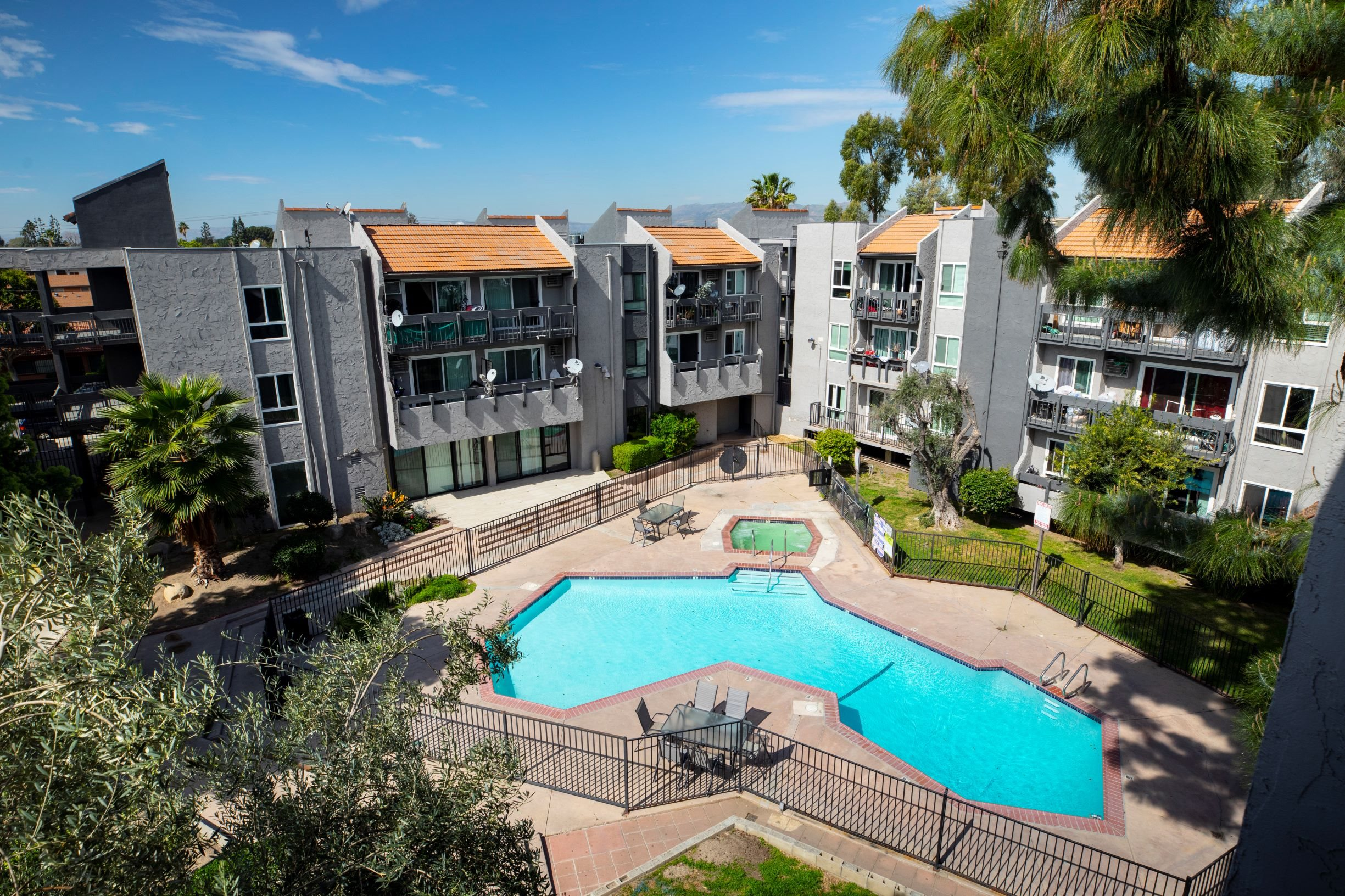 Image of Midtown Apartment Homes in Panorama Heights, California