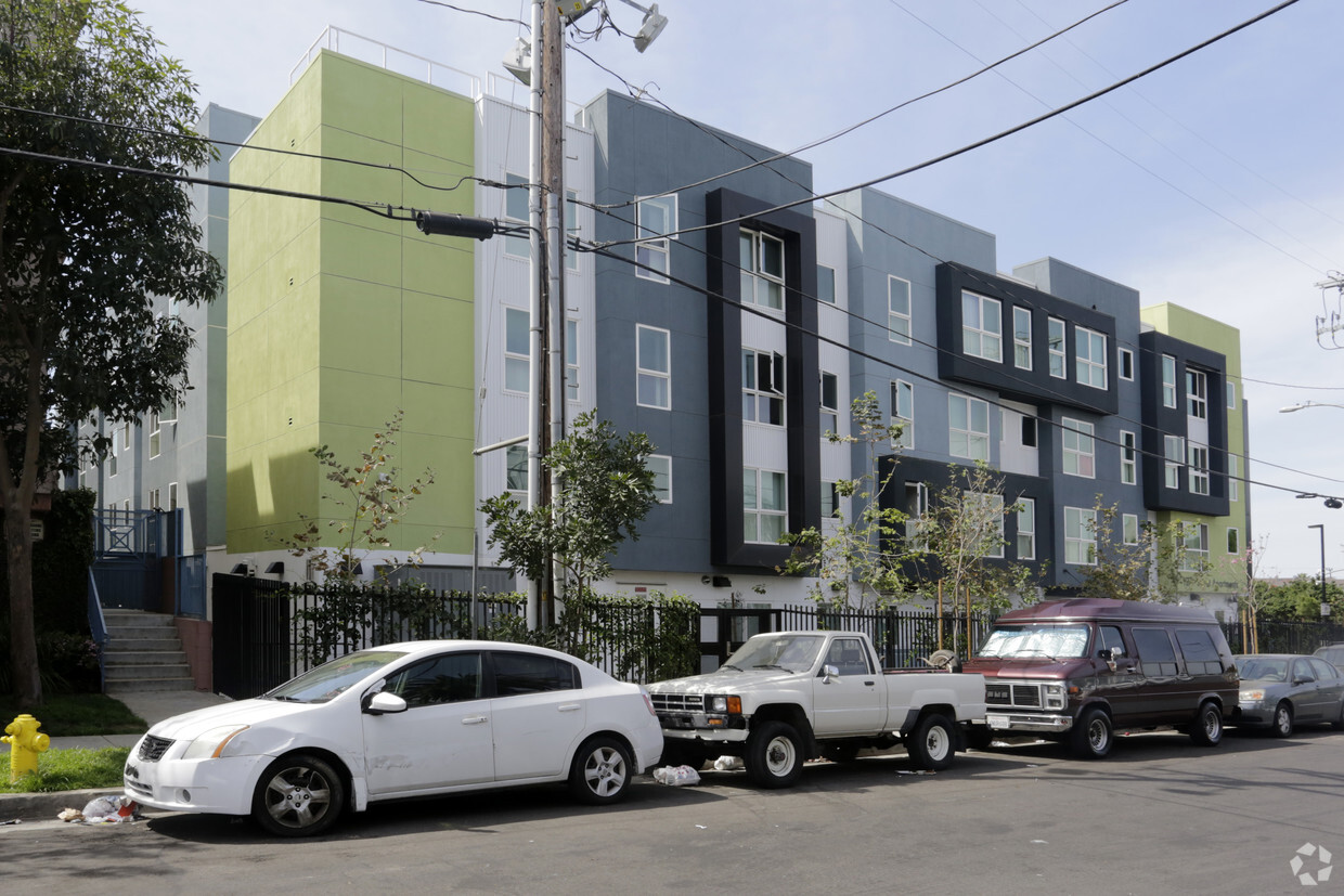 Image of 127 Street Apartments in Los Angeles, California