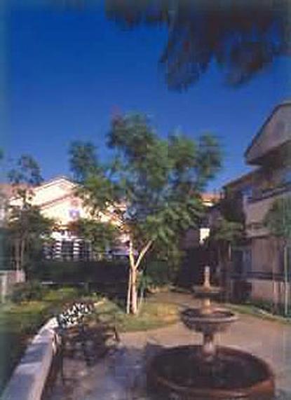 Image of Las Serenas Apartments in Simi Valley, California