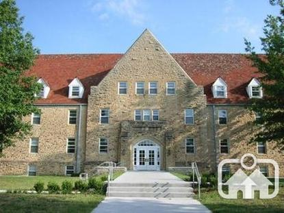 Image of Mundinger Hall in Winfield, Kansas