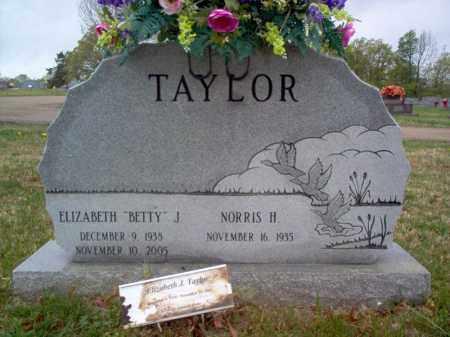 """TAYLOR, ELIZABETH """"BETTY"""" J - Cross County, Arkansas   ELIZABETH """"BETTY"""" J TAYLOR - Arkansas Gravestone Photos"""