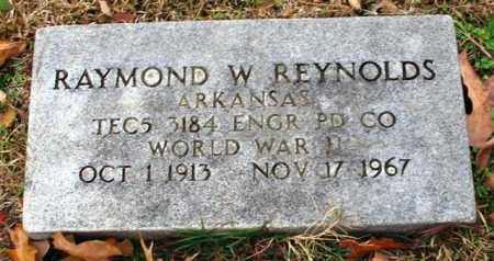 REYNOLDS (VETERAN WWII), RAYMOND W - Garland County, Arkansas | RAYMOND W REYNOLDS (VETERAN WWII) - Arkansas Gravestone Photos