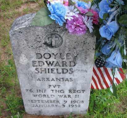SHIELDS (VETERAN WWII), DOYLE EDWARD - Pope County, Arkansas   DOYLE EDWARD SHIELDS (VETERAN WWII) - Arkansas Gravestone Photos