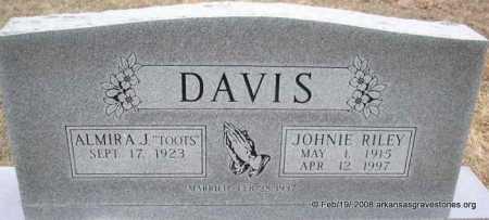 DAVIS, JOHNIE RILEY - Scott County, Arkansas | JOHNIE RILEY DAVIS - Arkansas Gravestone Photos