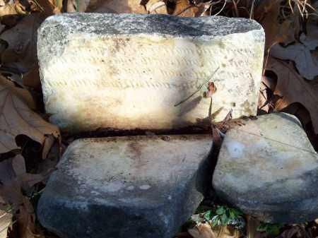 UNKNOWN, BROKEN HEADSTONE - Washington County, Arkansas   BROKEN HEADSTONE UNKNOWN - Arkansas Gravestone Photos