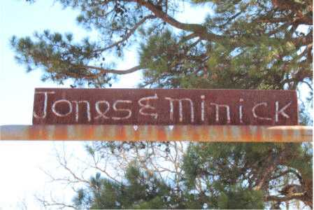 *JONES & MINICK CEMETERY SIGN,  - Carroll County, Arkansas |  *JONES & MINICK CEMETERY SIGN - Arkansas Gravestone Photos