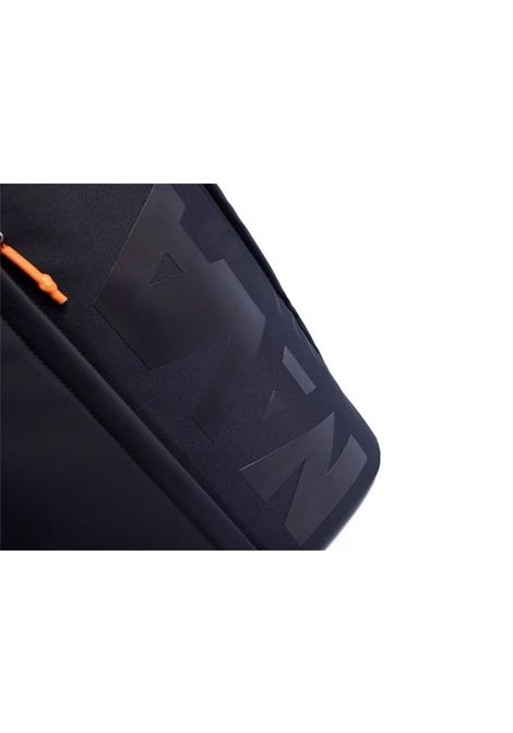 Zaino Beat  con tasca frontale NAVA | BT070NBLACK