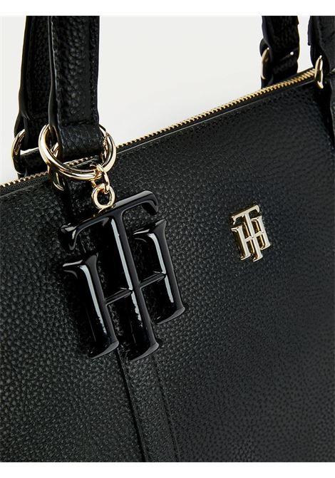 Borsa shopper con charm monogramma TOMMY HILFIGER | AW0AW09905BDS