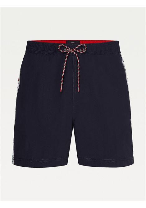 Costume shorts slim fit media lunghezza TOMMY HILFIGER | UM0UM02042DW5