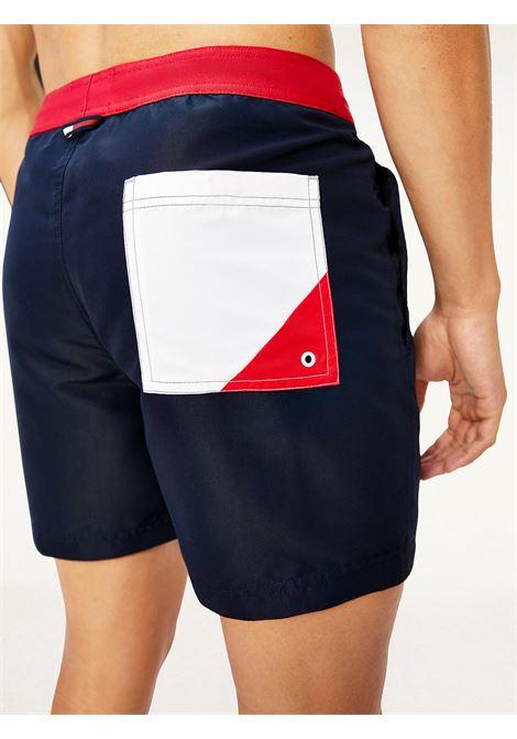 Costume shorts slim fit media lunghezza TOMMY HILFIGER   UM0UM02067DW5