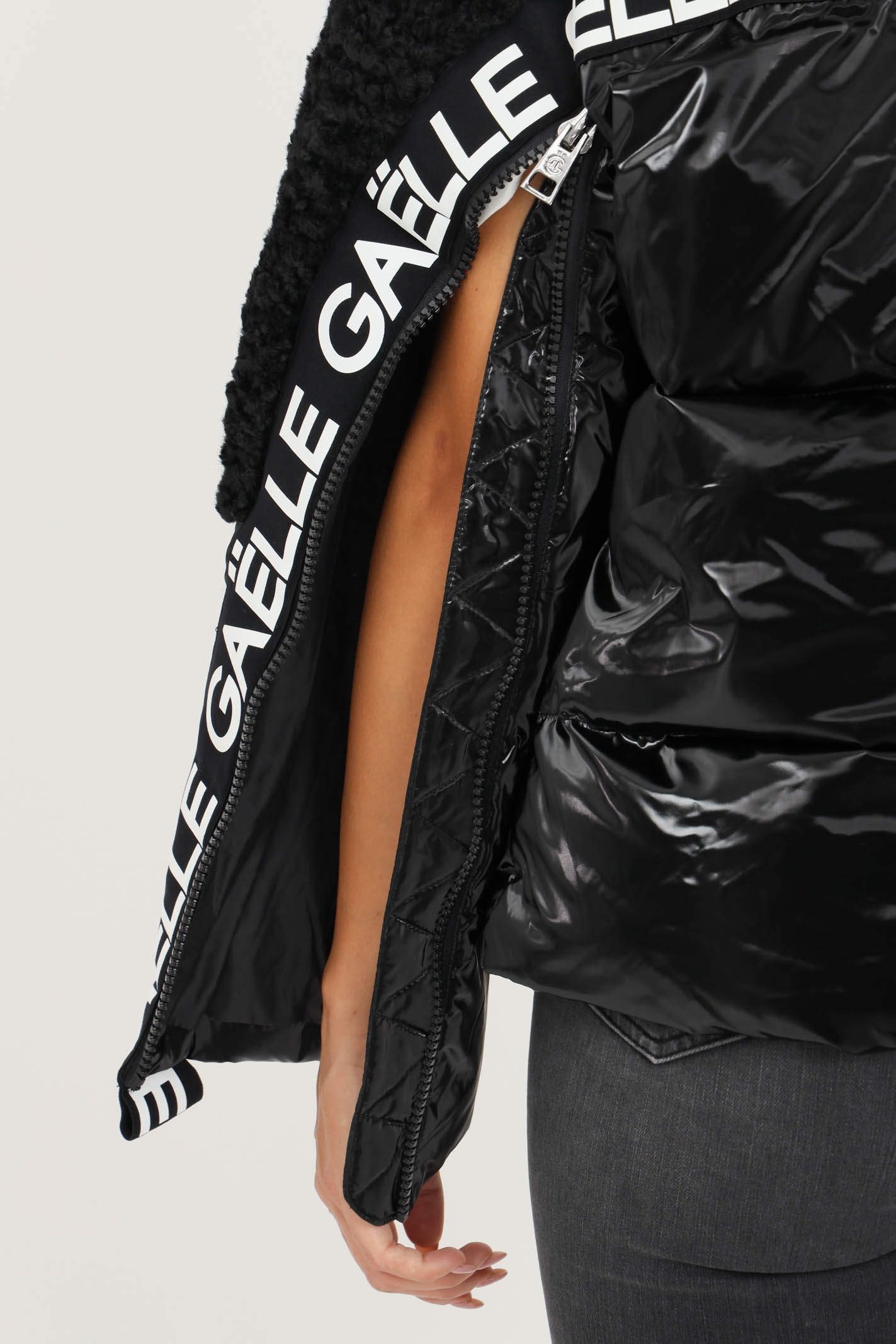 Piumino corto donna nero lucido Gaelle   GBD9730NERO